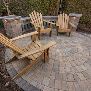 Cobble Rotundo Stone with Wood Chairs