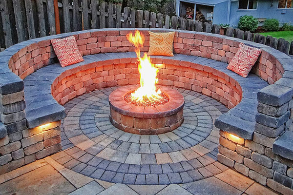 Cobble Rotundo Stone with Fire Pit