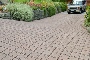 Paver patio design with permeable pavers